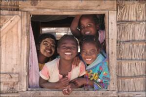 Enfants de l'ethnie des Sakalava à Andranopasy sur la côte ouest. Royaumes Malgaches.