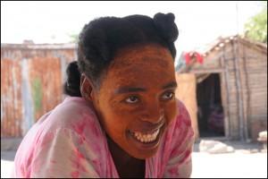 Femme de l'ethnie Vezo, pêcheurs nomades du Sud-Ouest de Madagascar. Origines malgaches.