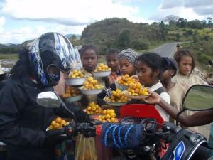 Tout au long de la route, suivant les régions, on se voit proposer les produits locaux.