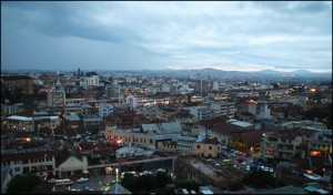 Tana la nuit vu d'Ambondrona, avec l'Avenue de l'Indépendance.