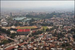 Le lac Anosy et le stade de Mahamasina.