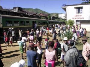RN7 train Fianarantsoa Manakara. La gare de Manampatrana est le lieu du croisement des locos au temps ou celles-ci étaient deux !