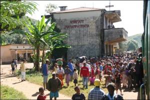 Il y a toujours beaucoup de monde et beaucoup d'achange à la gare de Manampatrana.