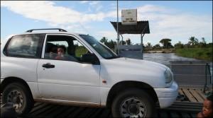 Le bac est le seul moyen d'accès à Nosy Varika en arrivant de Mahanoro.