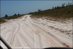 Toujours du sable sur les 20 derniers kilomètres et de multiples options de piste.