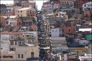 Les grands escaliers qui partent du marché d'Analakely et montent à Ambondrona.
