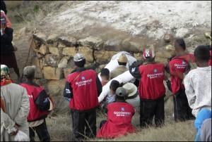 Les corps retournent dans le tombeau avant que celui-ci ne soit refermé pour au moins 7 ans.