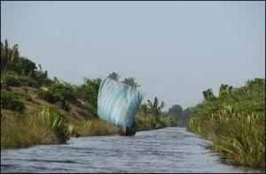 Avant le perçage du canal, les riverains se servaient déjà de tous les petits canaux existants pour commercer.