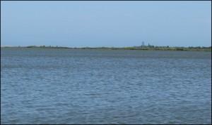A d'autres endroits, le trajet du canal traverse d'immenses lacs, surtout dans la partie nord.