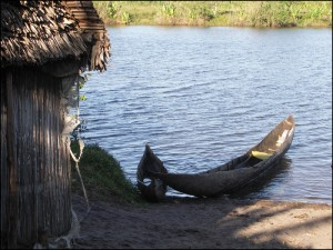 Pirogues traditionnelles des pêcheurs sur les Pangalanes.