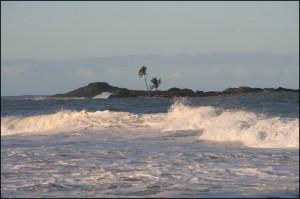 Les rochers émergeants à une centaine de mètres de la plage qui ont donné son nom à Vatomandry.