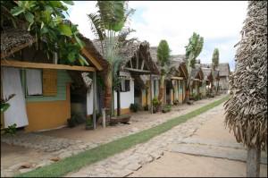 Les accueillants bungalows de Marovahiny au bord de la mer à Vatomandry.