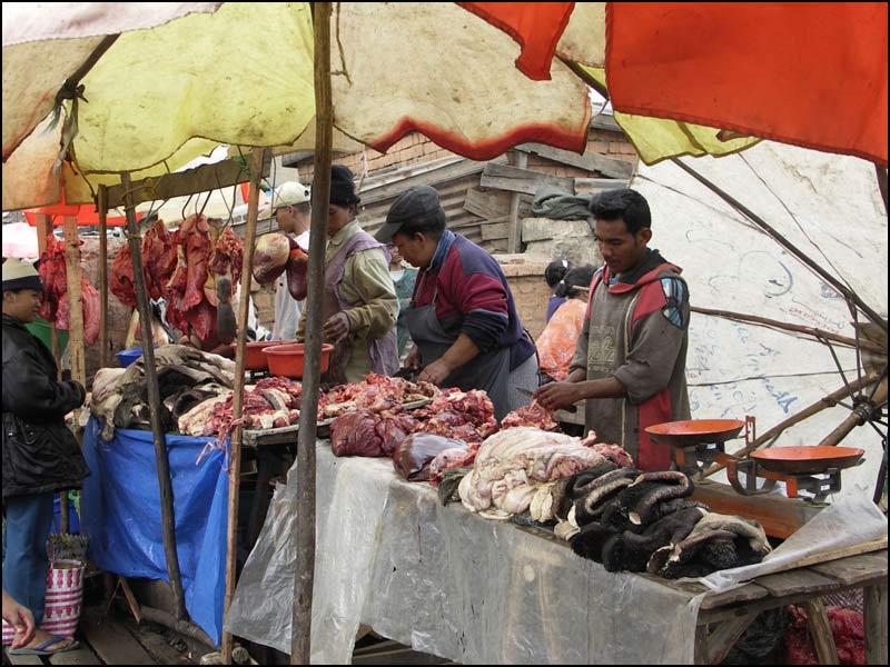 La vie à Madagascar - Page 4 0379-March%C3%A9-viande
