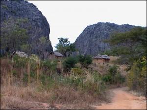 Petit hameau dans le parc de l'Ankarana.