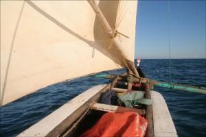 Voile bien gonflée, une mer assez clémente, c'est un réel plaisir que de naviguer au large dans ces conditions.