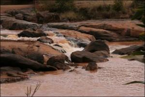 Le sentier remonte ensuite le lit de la rivière jusqu'aux cascades de la Katsoaka.