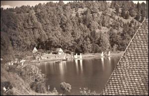 Vue du lac Andraikiba au temps de la splendeur de sa base nautique.