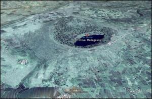 Le lac Tritriva au creux du mont du même nom.