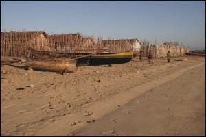 La Village pêcheur de Tampolové est situé vraiment au bord de la plage.