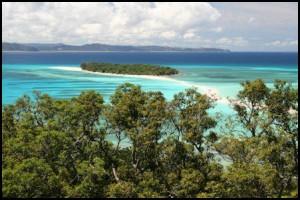 Nosy Iranja, 2 îlots reliés par une mince bande de sable.