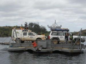 Bac entre Fort Dauphin et Vangaindrano emprunté par les voitures de ce raid 4x4 Madagascar.