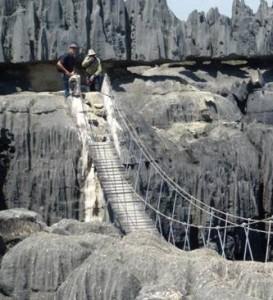 Le pont suspendu aux Tsingy de Bemaraha pendant le raid 4x4 Madagascar.