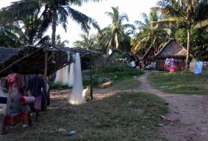 Village de pécheurs au bord des Pangalanes. Circuit sportif RN7.
